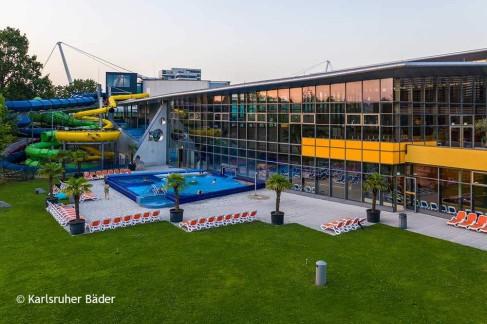 Außenbereich-des-Europabades-Karlsruhe