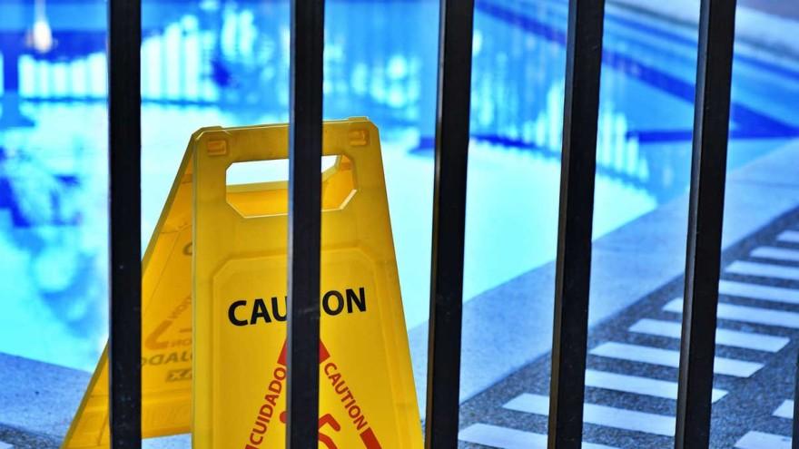 geschlossenes Schwimmbad wegen COVID-19