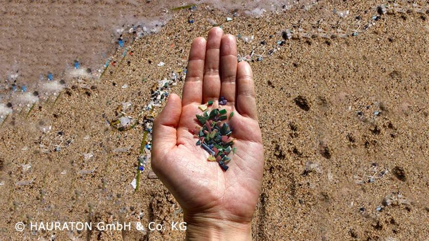 Effektive Regenwasserbehandlung hält Mikroplastik von Kunstrasen zurück - Sportfix®Clean gegen Plastikverschmutzung in Gewässern