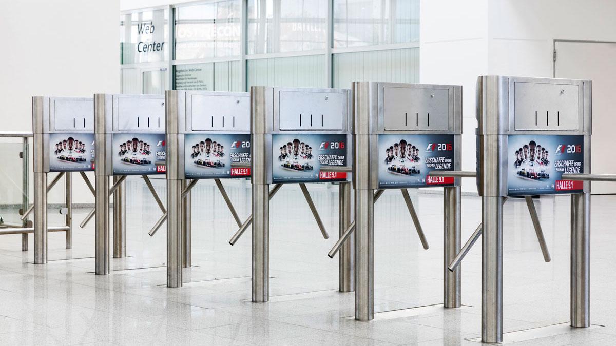 Werbeflächen bei der Koelnmesse - Eingangssperren