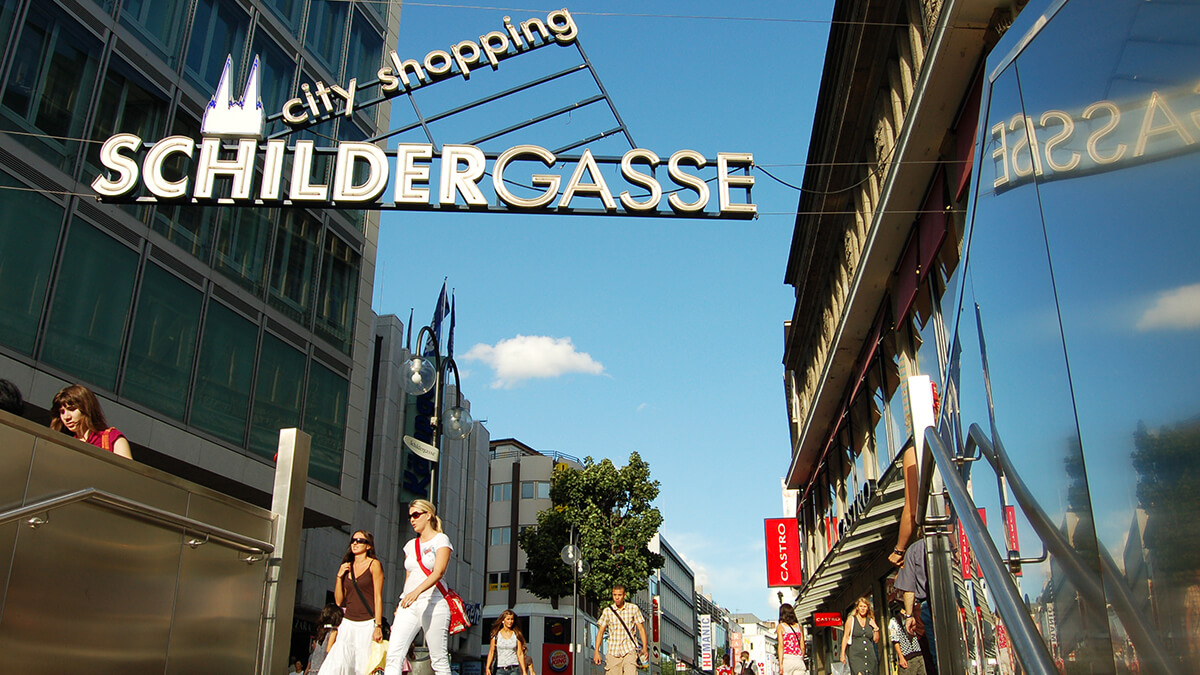 Schildergasse is the main shopping street in Cologne