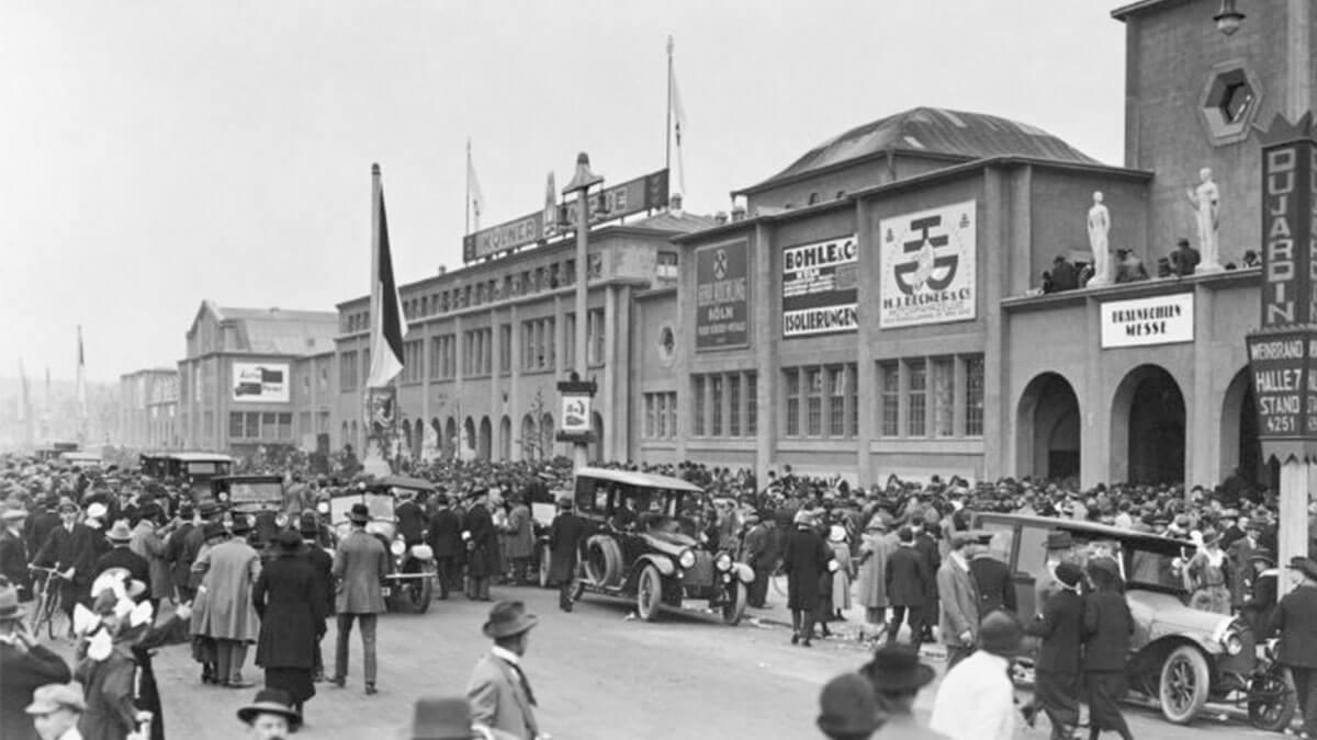 1924 – Der Andrang auf der Frühjahrsmesse ist groß. Nicht alle Anmeldungen von Ausstellern können berücksichtig werden.
