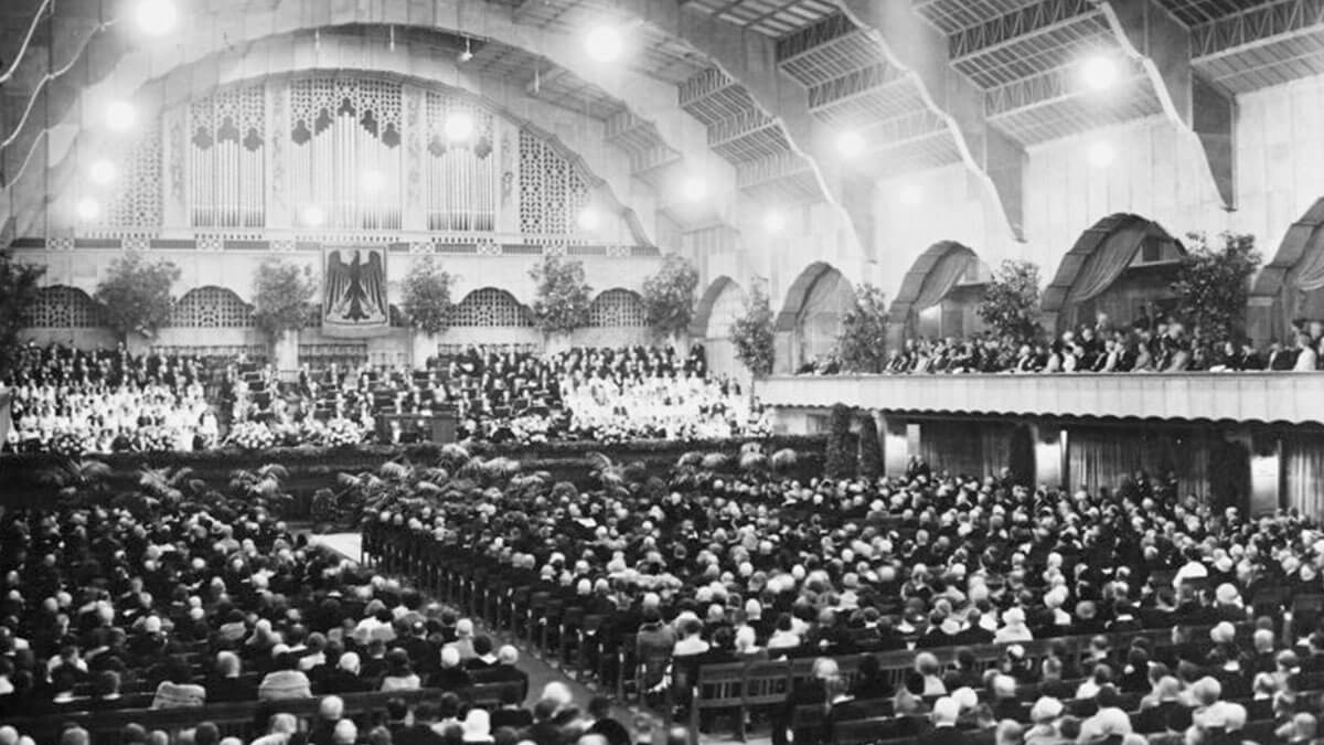 1924 – Die Eröffnungszeremonie findet in der Großen Halle statt. Die Große Halle ist das Prunkstück der Messe. 5.000 Menschen finden hier Platz.