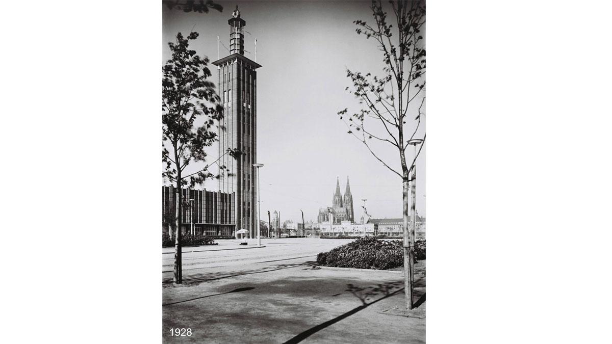 1928 – Der Messeturm, 80 m hoch, wird zur Presseausstellung Pressa erbaut und wird zum Wahrzeichen Kölns.