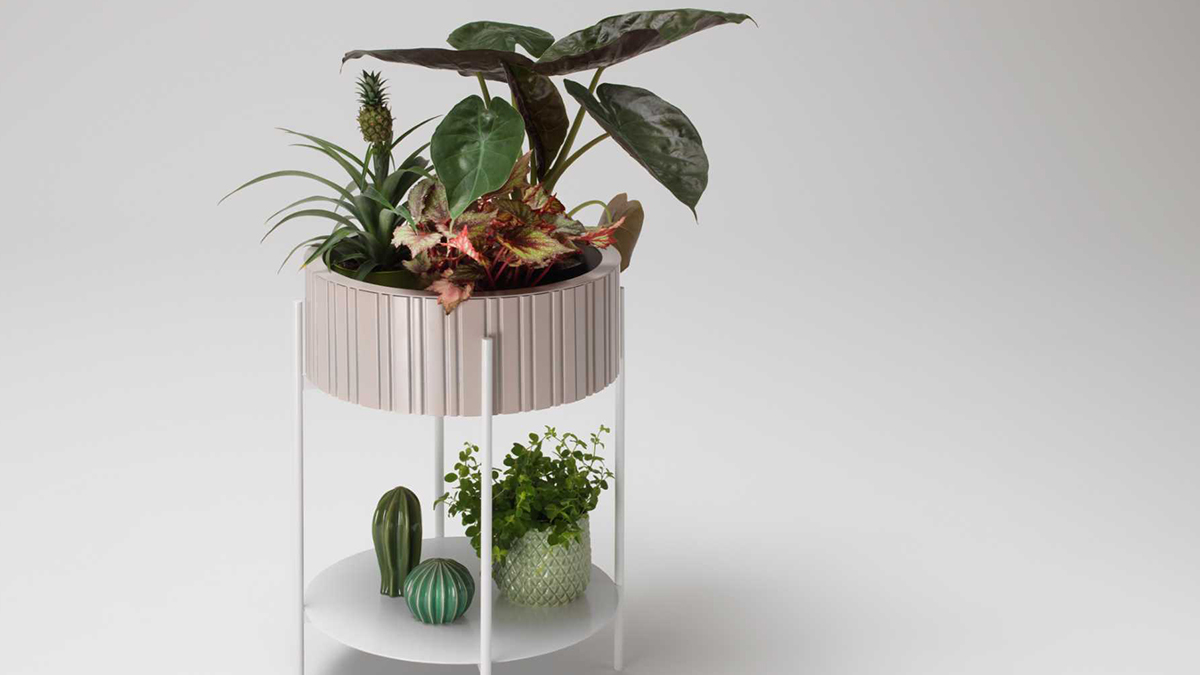 Design a small balcony with the side table Twist Box by müller möbelfabrikation, Photo: müller möbelfabrikation