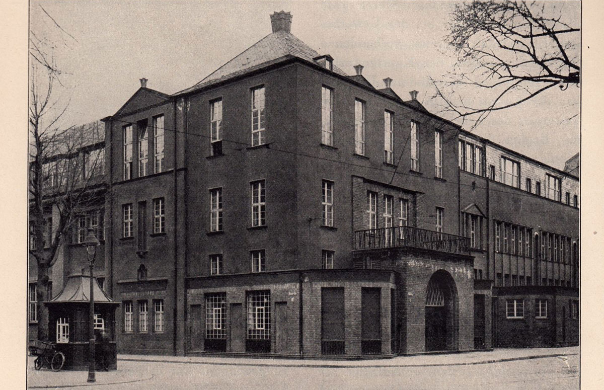 "The Kölner Werkschulen in the ""red house"""