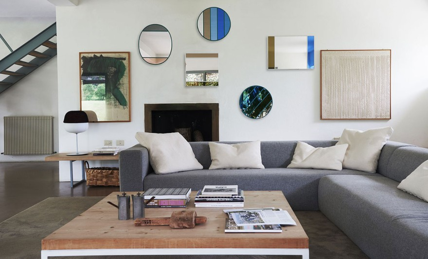 Mirrors as colourful eye-catcher in the living room