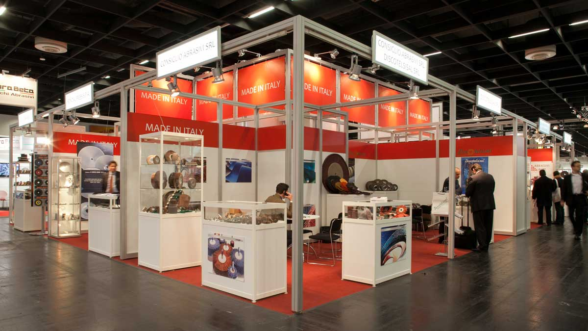 Group stand type C: Attention-grabbing stand construction with impressive long-distance effect.