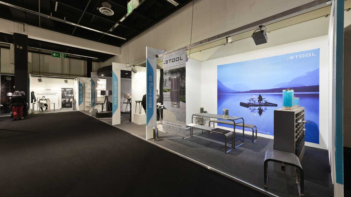 Spacious group stand: bright, sociable and attractive.