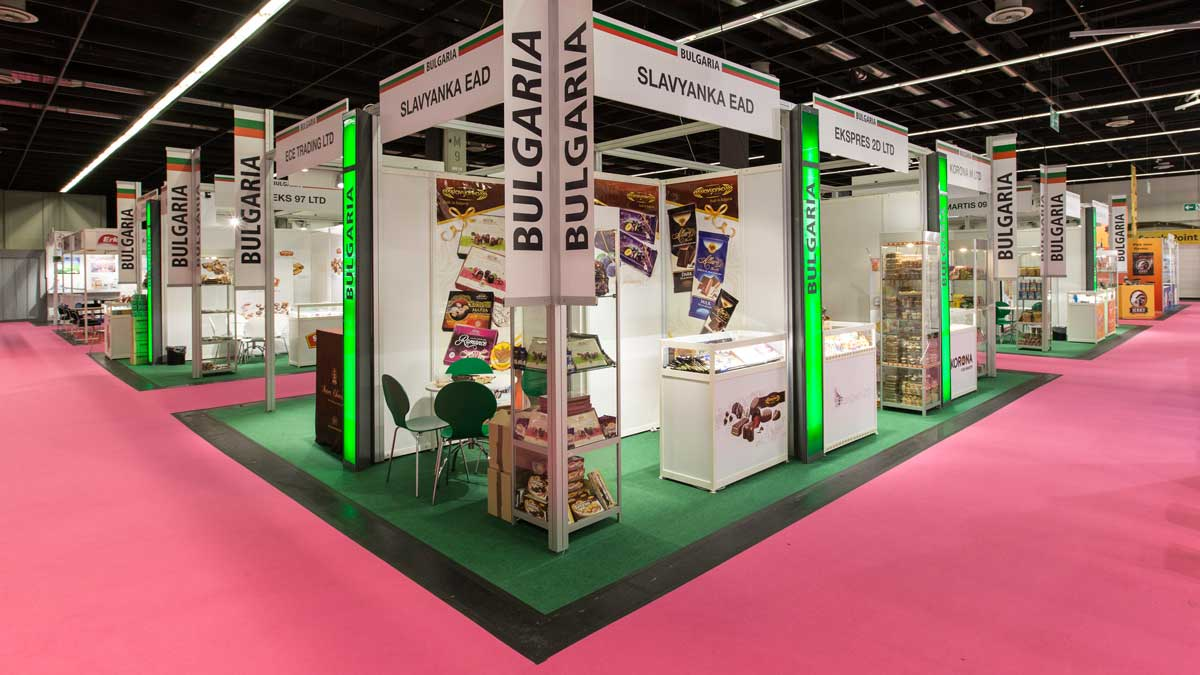 Group stand type B: Attractive design with lots of light.