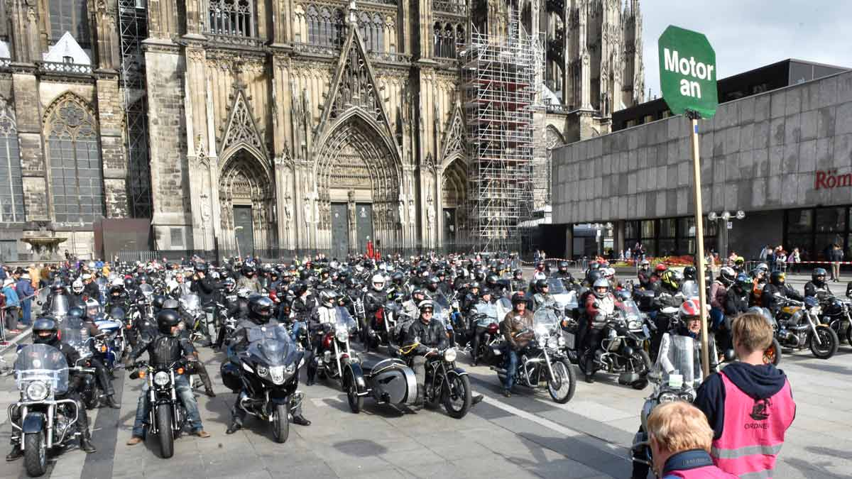 motorcycle service in Cologne Cathedral