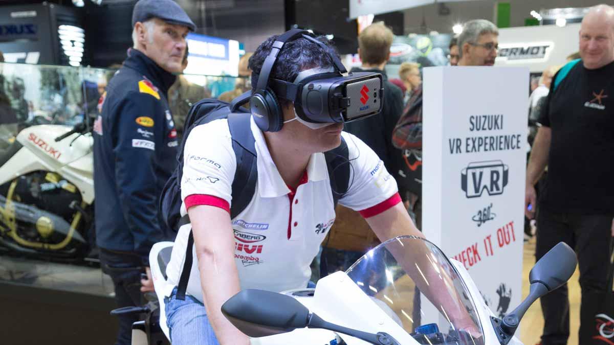 VR at the stand of Suzuki