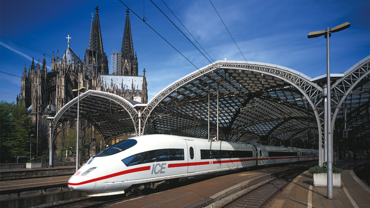 Arrival by train at Koelnmesse