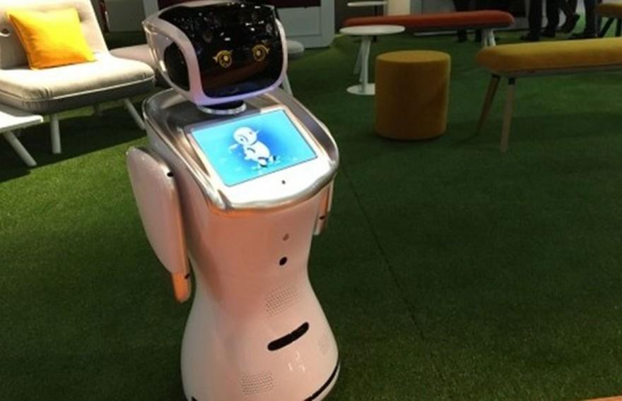 Der Max Roboter auf der imm cologne 2018