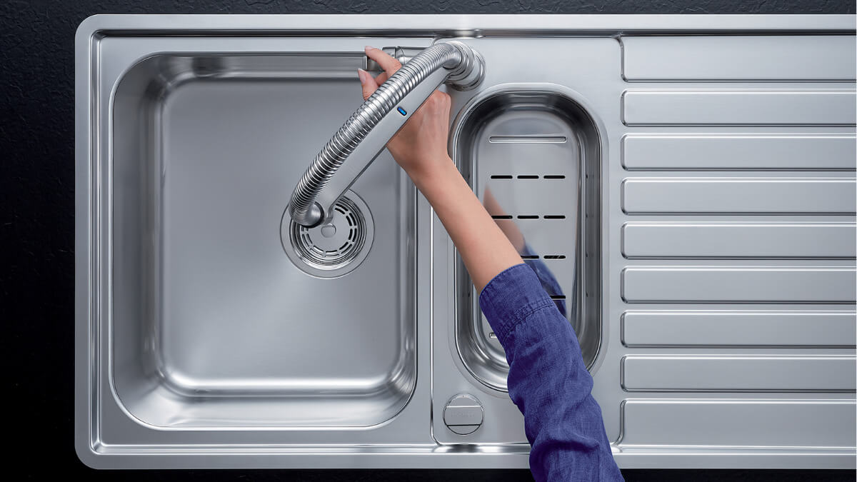 Hygiene in the kitchen: touch-free fittings