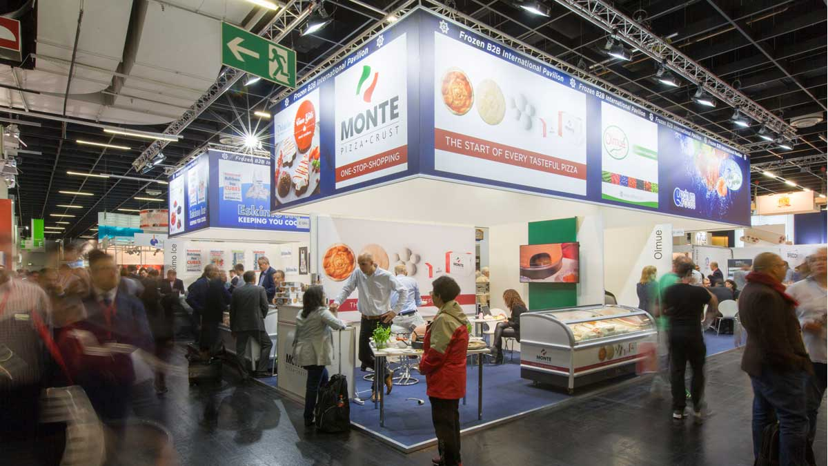 Impressive group stand: bright, inviting and with great distance recognition.