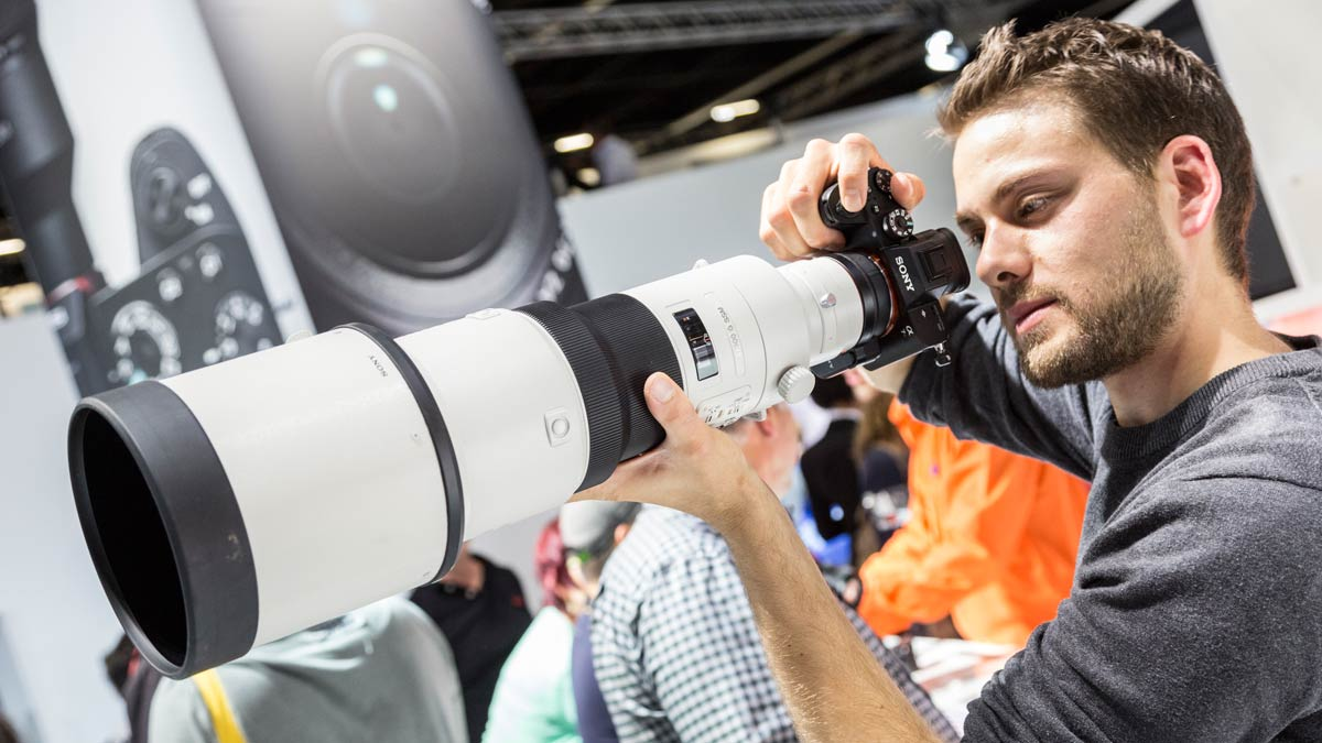 Trend 2 - The future of cameras is mirrorless