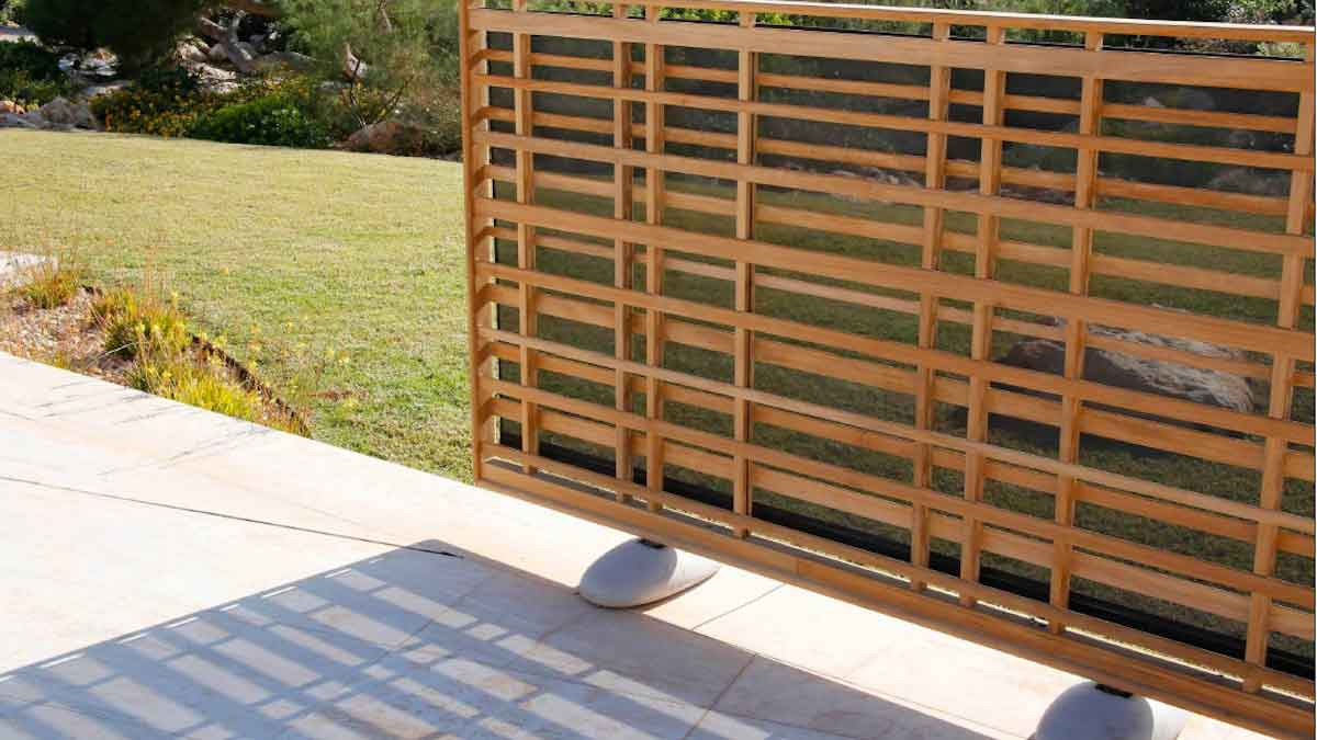 Inspired by nature: Woodland Teak Screen © Barlow Tyrie Ltd.