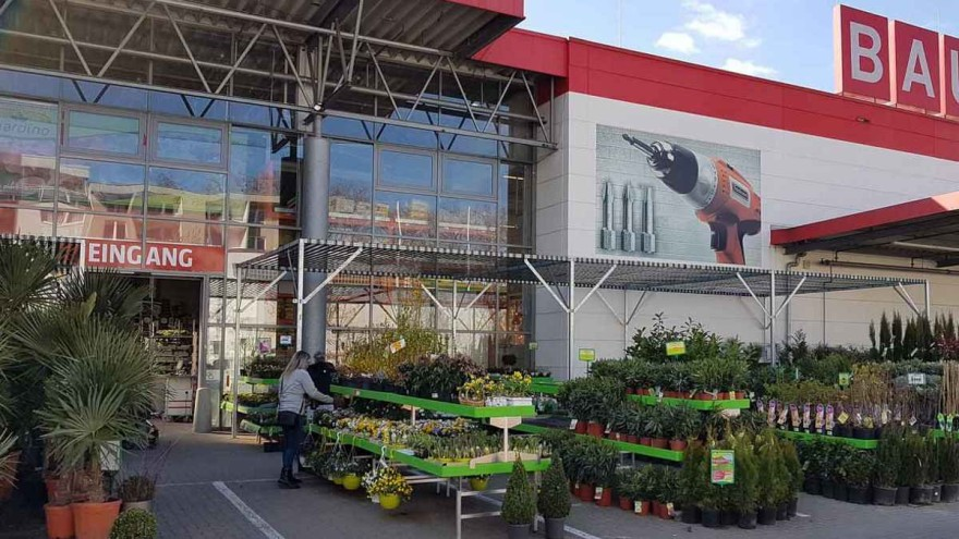DIY stores and garden centres stock many items that are essential in these present days and thus fall under basic human supplies. – Photo: R.Moers
