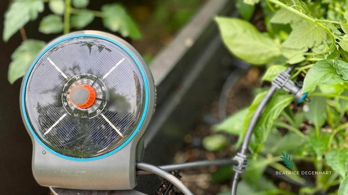 Für die optimale Wasserversorgung in den Töpfen sorgt das Micro-Drip Bewässerungssystem AquaBloom von GARDENA.
