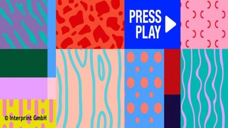 """Signet von """"Press Play"""" des Dekordruckers und ZOW-Ausstellers Interprint aus Arnsberg: Es kennzeichnet die neue, sich ständig verändernde Playlist jeweils aktueller Trenddekore."""